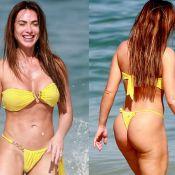 Nicole Bahls curte praia com amigos e beija o marido, Marcelo Bimbi. Veja fotos!