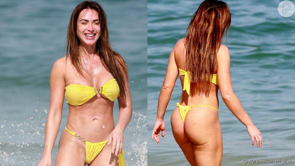 Nicole Bahls se divertiu neste domingo, 18 de agosto de 2019, na praia da Barra da Tijuca, zona oeste do Rio