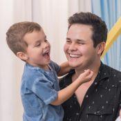 Filho mais velho de Matheus Aleixo, Davi, de 4 anos, faz aula de bateria. Vídeo!