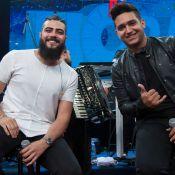 Fórum musical! Após acordo, Henrique e Juliano cantam com João Neto e Frederico