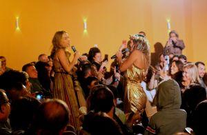 Carolina Dieckmann e Angélica cantam 'Vou de Táxi' em espetáculo da atriz. Fotos