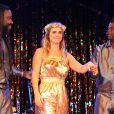 Carolina Dieckmann recebeu famosos na sessão do espetáculo 'Karolkê'