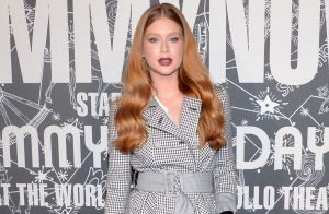 Trench coat e tiras finas: as trends do look de Marina Ruy Barbosa em desfile