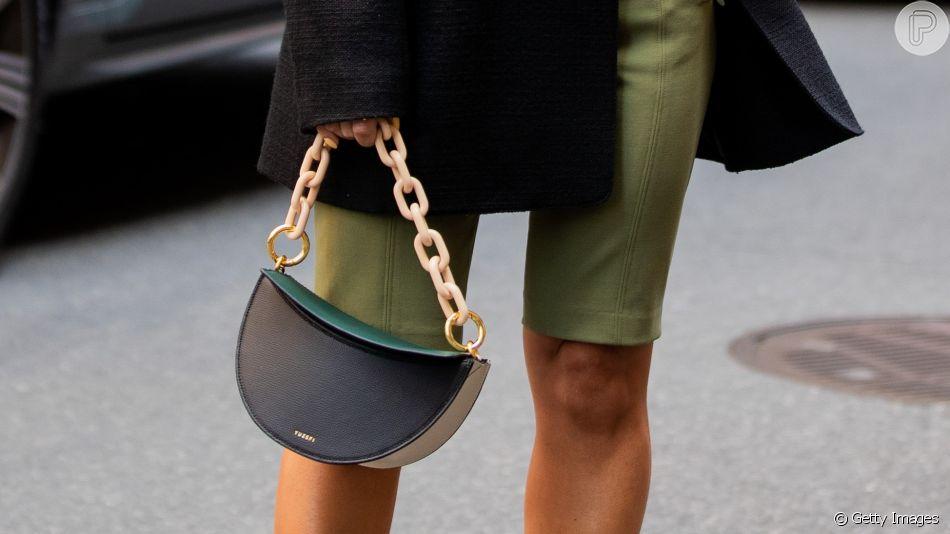 Bolsa com corrente: a moda 'chunky' chegou ao acessório e é tendência no street style da NYFW 2020
