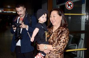 Sabrina Sato escolhe bolsa grifada para Zoe e combina look com a mãe em viagem