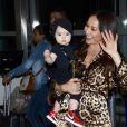 Sabrina Sato decidiu levar a filha, Zoe, para semana de moda de Milão de última hora