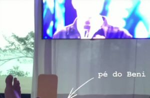 Luciano Huck mostra dia preguiçoso em família: 'Juntos assistindo Caldeirão'