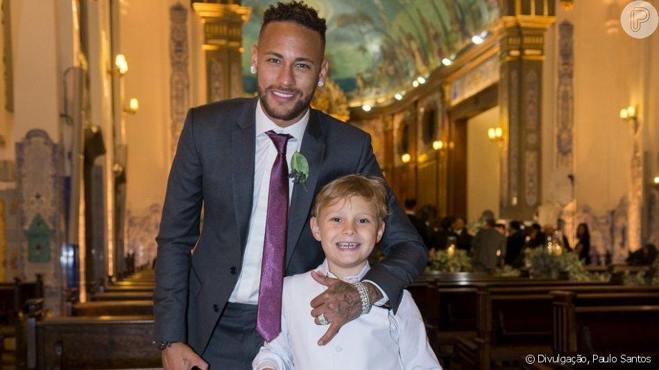Neymar mostra vídeo do filho, Davi Lucca, explicando que não vai falar com ele pois está com o irmão mais novo no colo. Veja postagem feita no sábado, dia 22 de agosto de 2019