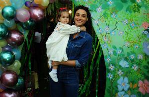 Débora Nascimento lamenta saudades da filha em viagem: 'Sinto sua falta'