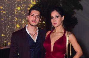 Decote marcante e fenda poderosa: o look de Mayra Cardi em evento de beleza