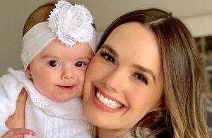 Filha de Thaeme rouba a cena em foto com look animal print: 'Melhor sorriso'