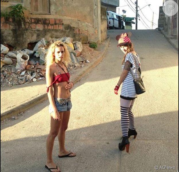 Com um clima bem carioca, Alice Dellal publicou em seu Instagram. A modelo brasileira radicada em Londres aproveitou o dia ao lado da ex-BBB Bianca Jahara, no Morro do Vidigal, no Rio, nesta quinta-feira, 21 de fevereiro de 2013