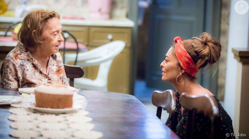 Matilde (Laura Cardoso) confunde Maria da Paz (Juliana Paes) com a mãe de Joana (Bruna Hamú) na novela 'A Dona do Pedaço'