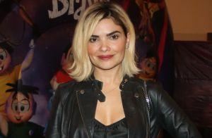 Platinada! Vanessa Giacomo exibe novo cabelo para série em peça infantil. Fotos!