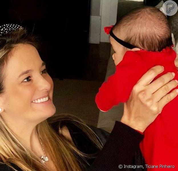 Ticiane Pinheiro foi 'tietada' pela filha caçula ao voltar ao trabalho nesta segunda-feira, 14 de outubro de 2019: 'Manu assistindo a mamãe'