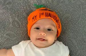 Camilla Camargo posta foto do filho com meias de Halloween: 'Abobrinha linda'