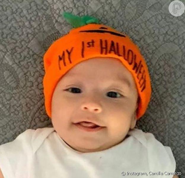 Filho de Camilla Camargo, Joaquim esbanjou fofura pronto para o seu primeiro Halloween: 'Abobrinha linda'