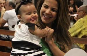 Nivea Stelmann passeia com os filhos e encontra Fernanda Rodrigues em shopping