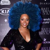 Juliana Alves colore cabelo black power de azul para baile: 'Cor que me protege'