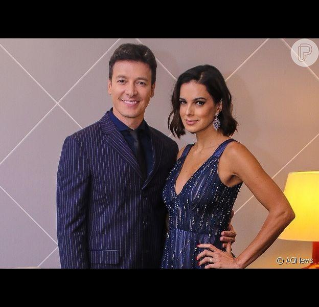 Rodrigo Faro e Vera Viel posam juntos em banheiro e aitam a web, em 3 de novembro de 2019