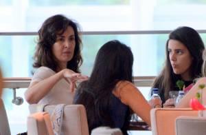 Fátima Bernardes é fotografada com pouca maquiagem em passeio com as filhas