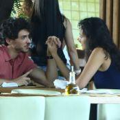 Débora Nascimento beija namorado, Luiz Perez, em festa e web vibra: 'Que amor'