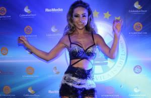 Sabrina Sato deixa pernas e barriga à mostra em festa na quadra da Vila Isabel