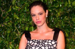 Vestido de festa na gravidez! Laura Neiva usa modelo soltinho em jantar de gala