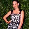 Laura Neira usa vestido com alças de laço e estampa minimalista em jantar de gala nesta quarta-feira, dia 13 de novembro de 2019