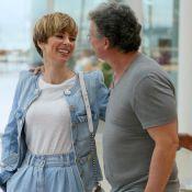 Clima de romance! Ana Furtado troca beijos com marido, Boninho, em passeio no RJ