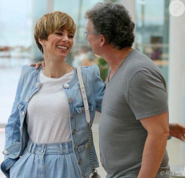 Ana Furtado e Boninho curtiram o feriado com passeio no shopping nesta sexta-feira, 15 de novembro de 2019