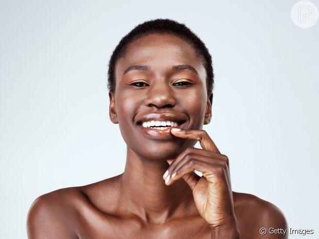 O iluminador garante um efeito glow natural na maquiagem