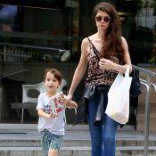 Alinne Moraes passeia com o filho no Rio e semelhança entre eles chama a atenção