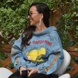 Jaqueta jeans de Sabrina Sato protagoniza look moderno com truque fashion. Saiba mais!
