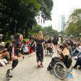 O desfile da nova coleção contou com modelos deficientes e cadeirantes