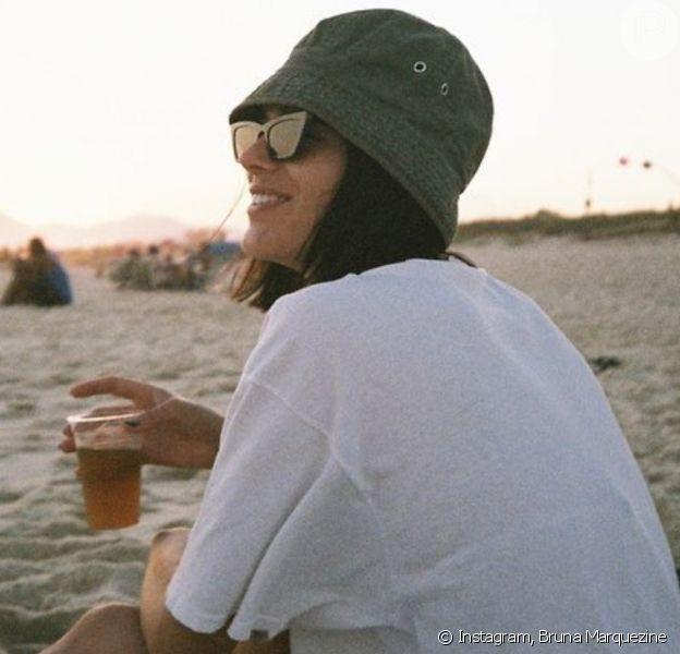 Bruna Marquezine exibe foto na praia em clima descontraído nesta terça-feira, dia 03 de dezembro de 2019
