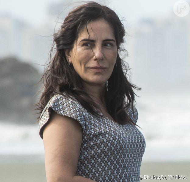 Lola (Gloria Pires) consegue dar a volta por cima ao começar a vender doces caseiros na novela 'Éramos Seis'