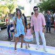 Mirella Santos e o marido, Wellington Muniz, o Ceará, posam com Valentina no aniversário de 1 ano da filha de Sabrina Sato, Zoe