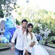 Paula Fernandes foi ao aniversário de 1 ano da filha de Sabrina Sato, Zoe, acompanhada do namorado, Rony Cecconello