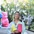 Lorena Improta marca presença na festa de Zoe