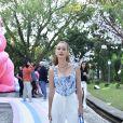 Marina Ruy Barbosa escolhe calça de alfaiataria e cropped azul para aniversário de 1 ano de Zoe