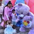 Filha de Duda Nagle e Sabrina Sato, Zoe se encantou com os Ursinhos Carinhosos, tema da sua festa de primeiro aniversário