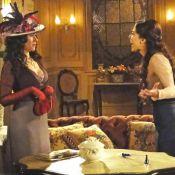 Laura (Marjorie Estiano) agride Catarina e Fernando fisicamente em 'Lado a Lado'