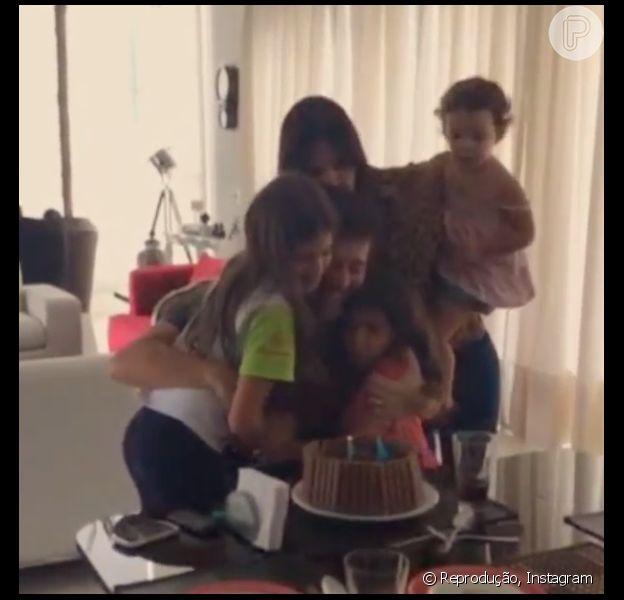 Rodrigo Faro comemora seu aniversário, nesta segunda-feira, 20 de outubro de 2014, ao lado da esposa, Vera Viel, e das filhas Clara, Maria e Helena