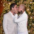Xuxa trocou beijos com o namorado, Junno Andrade, em jantar beneficente