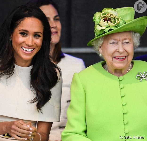 Meghan Markle e Harry não foram ignorados por rainha em foto de Natal. Entenda!