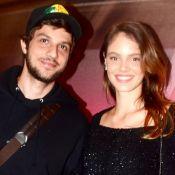 Filha de Chay Suede e Laura Neiva aparece em foto com o pai: 'Olhar apaixonado'