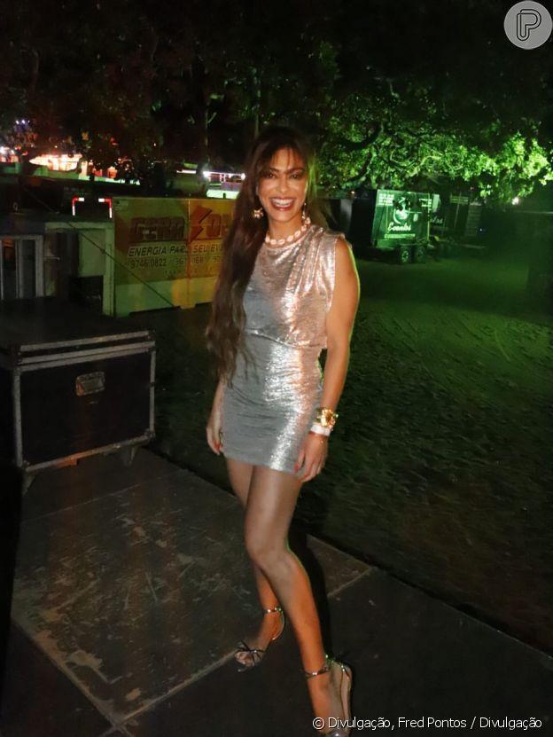 Juliana Paes também apostou na sandália metalizada em festa de pré-ano novo no Ceará