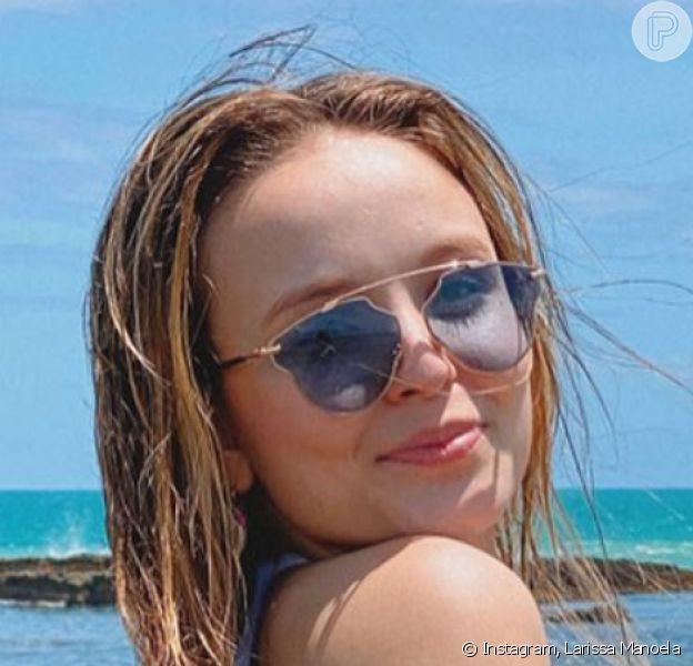 Larissa Manoela, de maiô, ganhou elogio em foto na praia: 'Um corpo é um corpo'