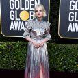 Metalizado é trend: Lucy Boynton apostou no vestido prateado de  Louis Vuitton, combinando com sandália e maquiagem metalizada no '77° Globo de Ouro'